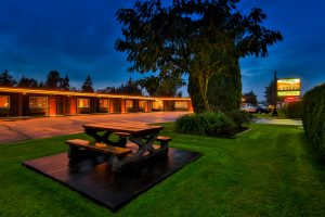 Arbutus Grove Motel in Parksville Exterior Photos